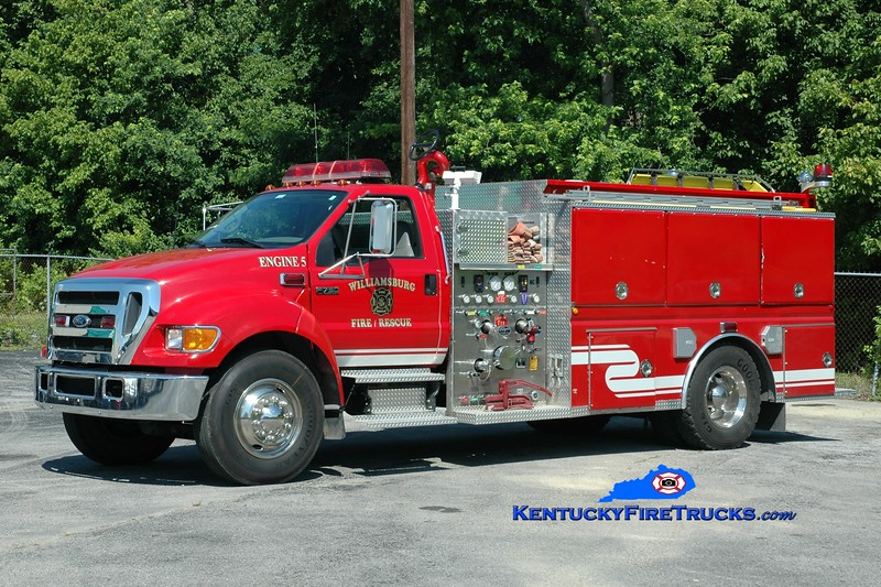 <center> Williamsburg  Engine 5 <br> 2004 Ford F-750/Wynn 1250/1000 <br> Greg Stapleton photo </center>