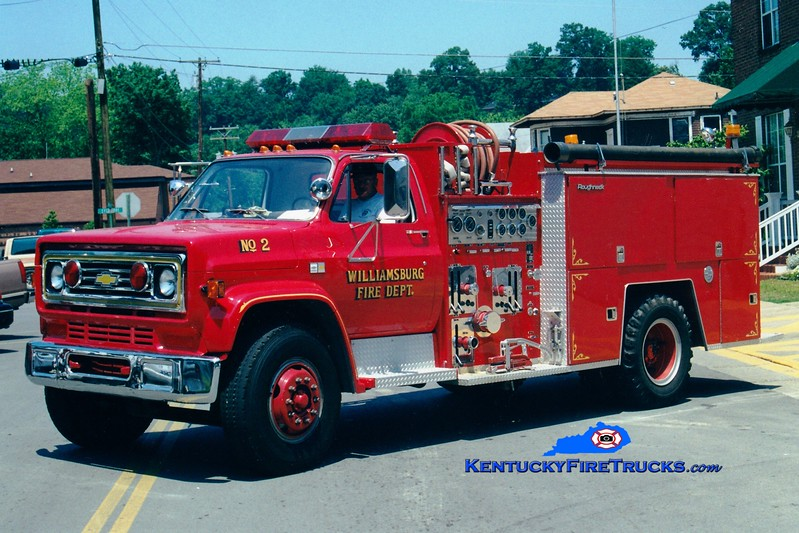<center> RETIRED <br> Williamsburg  Engine 2 <br> 1985 Chevy/FMC 1250/750 <br> Greg Stapleton photo </center>