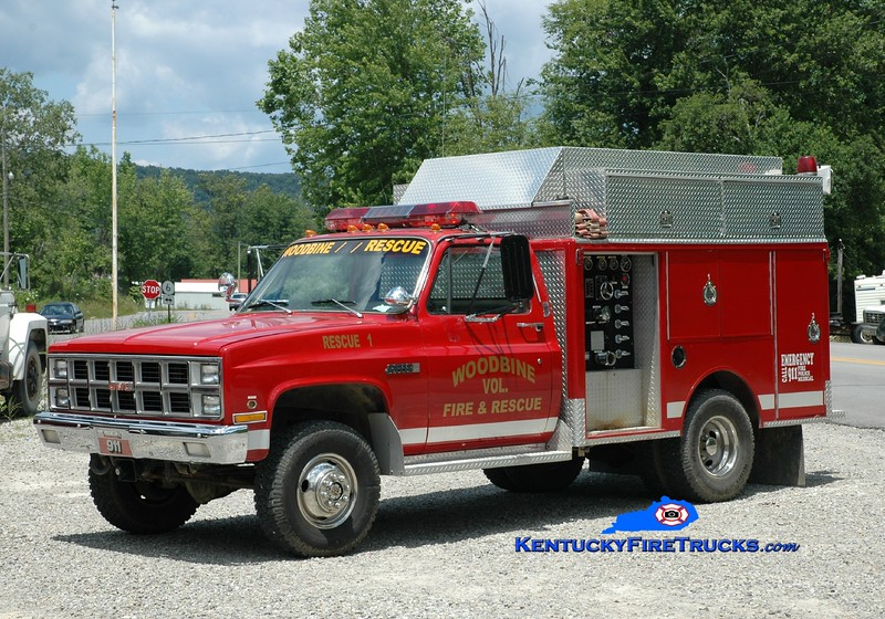 <center> Woodbine  Rescue 1 <br> 1981 GMC 4x4/Indiana 275/200 <br> Greg Stapleton photo </center>
