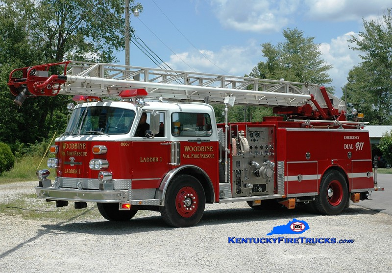 <center> Woodbine  Ladder 8891 <br> x-Monticello, KY <br> 1980 American LaFrance Century 1500/500/75'  <br> Greg Stapleton photo </center>