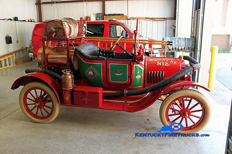 <center> Midway  Old Engine 2 <br> 1917 Ford Model T/Howe <br> Kent Parrish photo </center>
