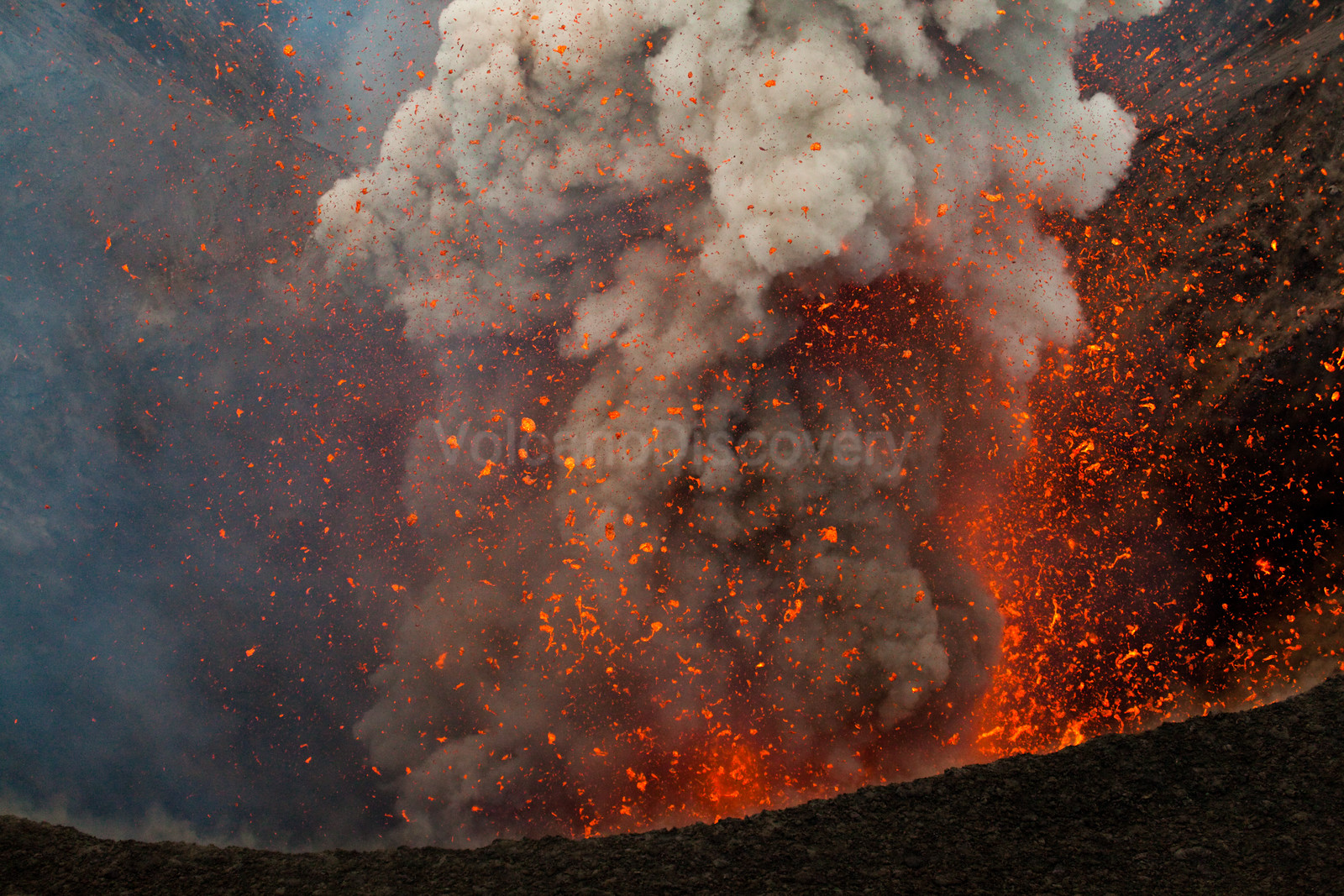 Energetic explosion from the southern vent of Yasur volcano