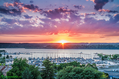 Sunset over the Hamilton Harbour