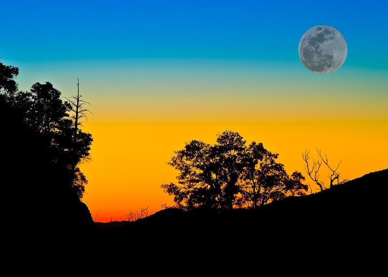 Impossible Moonrise (Arizona)