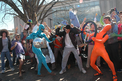 UNC attempts to host the largest Harlem Shake.