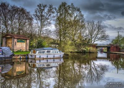 Houseboat      Photography by Wayne Heim