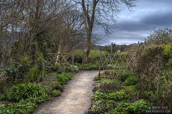 Through the Garden Gate    Photography by Wayne Heim