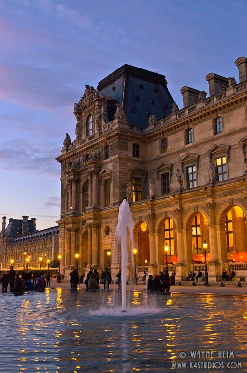 Paris Fountain . Photography by Wayne Heim