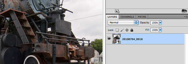 Inside the Photoshop <i>Layers</i> palette Smart Objects show up with a symbol in the lower right corner.