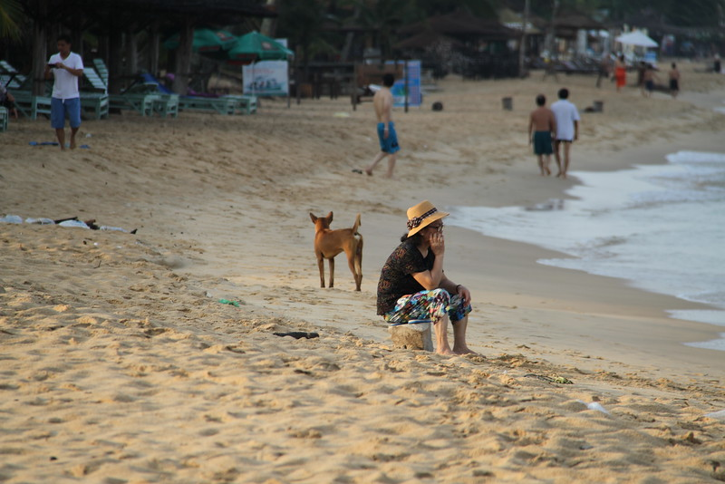 Vietnamese all came down to the beach early morning