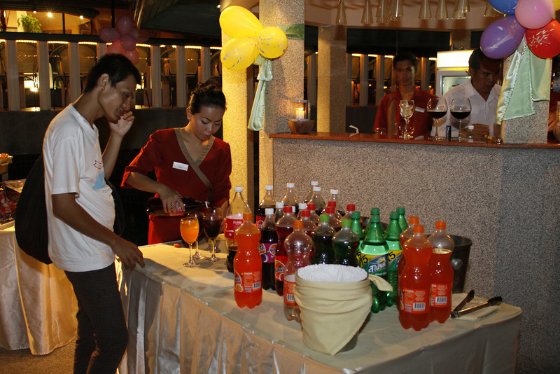 Phuket Resort, Golden Tulip Mangosteen Boutique Resort & Ayurveda Spa, invites children from Chiang Rai, Thailands North for a buffet dinner with seafood.