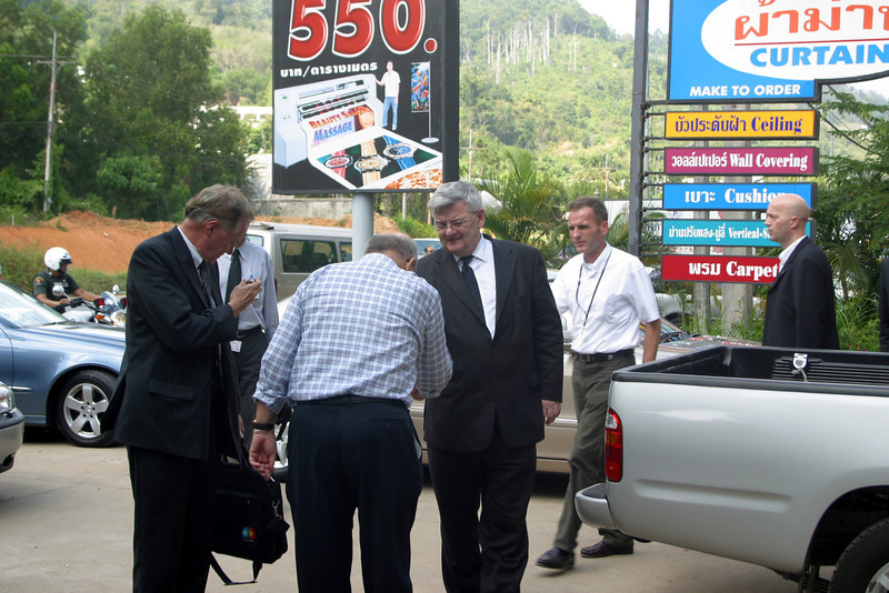 Joschka Fischer visits Phuket after Tsunami