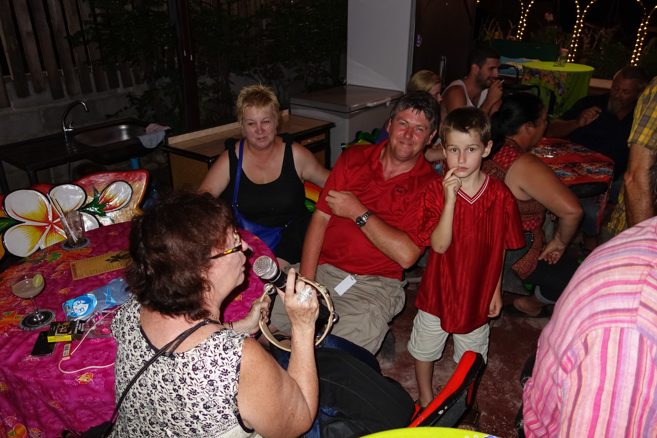 Sunshine Bar Rawai with Mangosteen Guests and Members