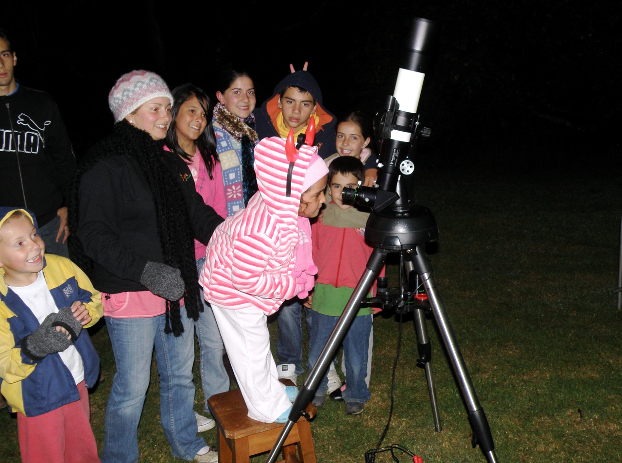The Savegre valley community was invited to a star party.