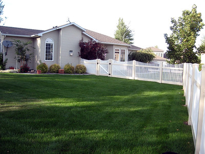 Almond and White Hampton Scalloped Fence