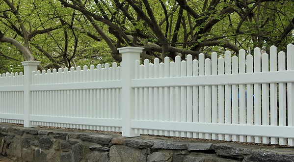 177 - 493082 - Greenwich CT - Alternating Height Chestnut Hill Picket Fence