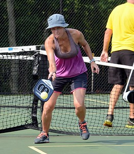 Sue Robus gets off forehand return.