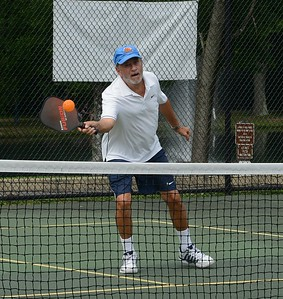Stan Shoemaker serves as organizer for the Pickleball Meet-up Group, of Philadelphia and suburbs.