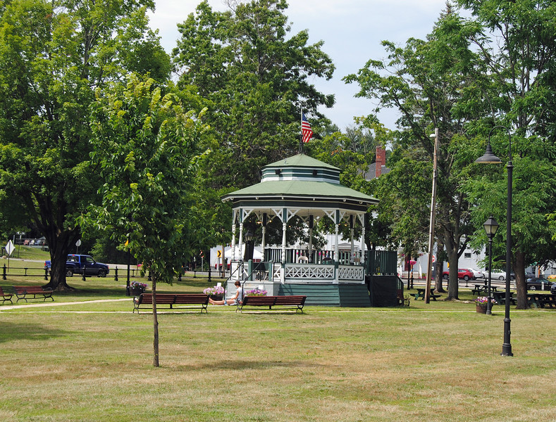 NASHOBA VALLEY VOICE/ANNE O'CONNOR<br /> John Whittemore invites every Townsend resident to a picnic on the common on August 26 starting at noon. Bring a dessert and sit with someone you don't know.