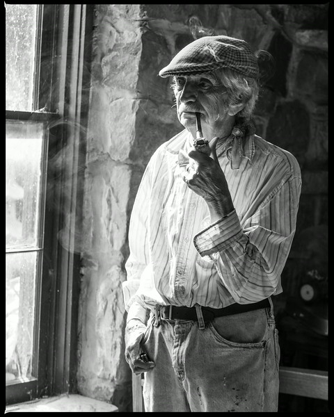 Artist Lowell Davis and his signature corn cob pipe at Red Oak II