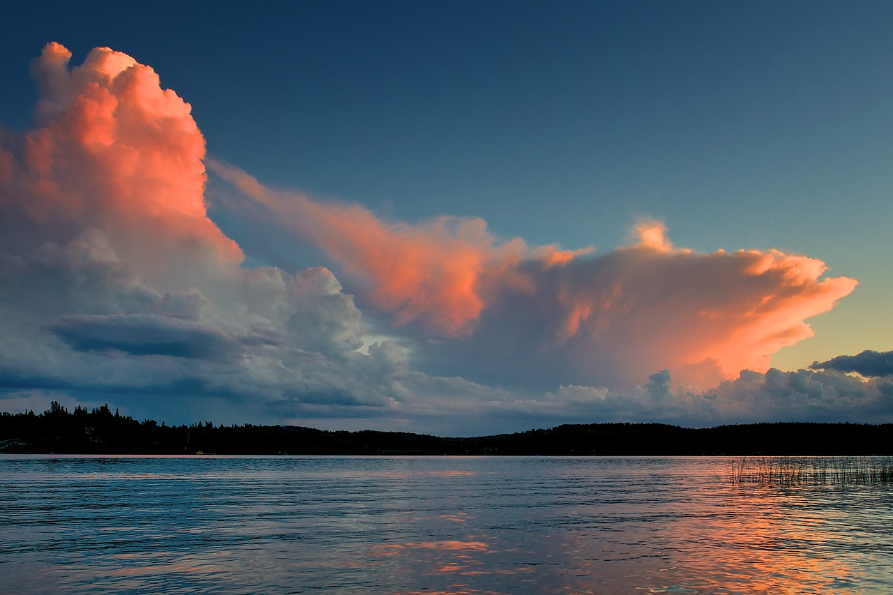 Clouds at sunset over Lac Lu