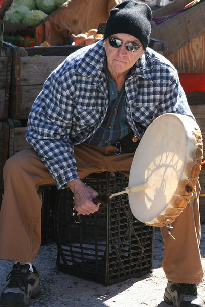A relaxed Bodhran player.