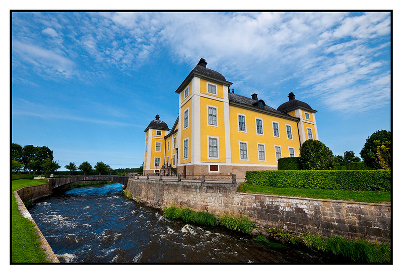 Mon 16 Aug - Stromsholm castle<br /> <br /> Went for a stroll and coffee around Stromsholm castle, some 15km outside Vasteras. Lazy days....