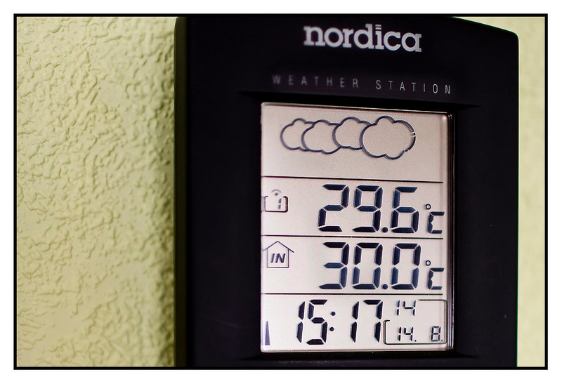 Sat 14 Aug - Heat<br /> <br /> Very hot in Sweden today (being Sweden that is). Mum showed me that first time ever the temp meter showed 30 degrees bot indoors and outdoors. By the time i got camera out, it had dropped to 29.6 outside...<br /> <br /> This is not really hot for us living in Thailand, but 30 degrees indoors, without air-con is just toooo much !!!<br /> <br /> Today just being hot at mums place, no activities at all