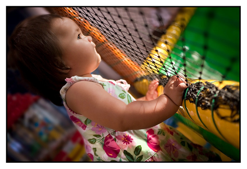 Sun 21 Feb - I want to play<br /> <br /> Sunday at emporium shopping centre and Mika got a chance to play at the Jamboree Playground. Isabella really envy the bigger kids, and could only watch through the net...