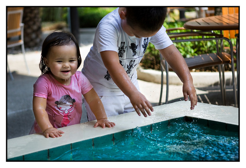 Sat 15 May - Rascals<br /> <br /> Decided to spend one night in Bangsaen, just 1.5hr outside Bangkok and located by the beach. Place is crowded with Bangkok people escaping the heat in the city. Kids loved it to be able to swim in a bigger pool as well.<br /> <br /> Here the two play in a fountain, ending up both totally wet