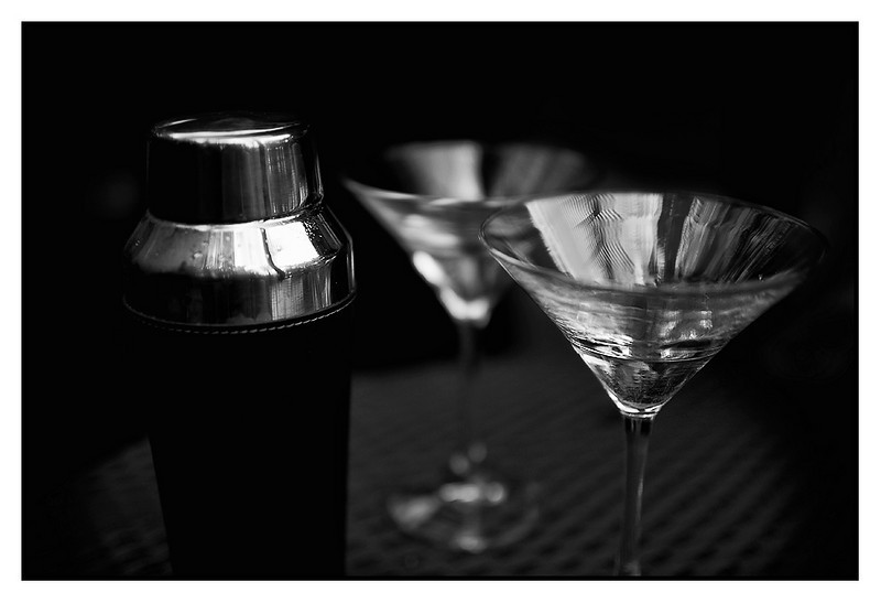 Sat 30 Oct - Dry Martinis<br /> <br /> Shopping mall for lunch and then pool afternoon at home. Jen and me started on a few Martinis before going to the movies to see Aftershock, the chinese movie about Tangshan earthquake -76. Jen cried a lot....