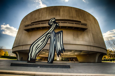 I kind of think the sculpture in front of the Hirshhorn looks a little like a giant Praying Mantis