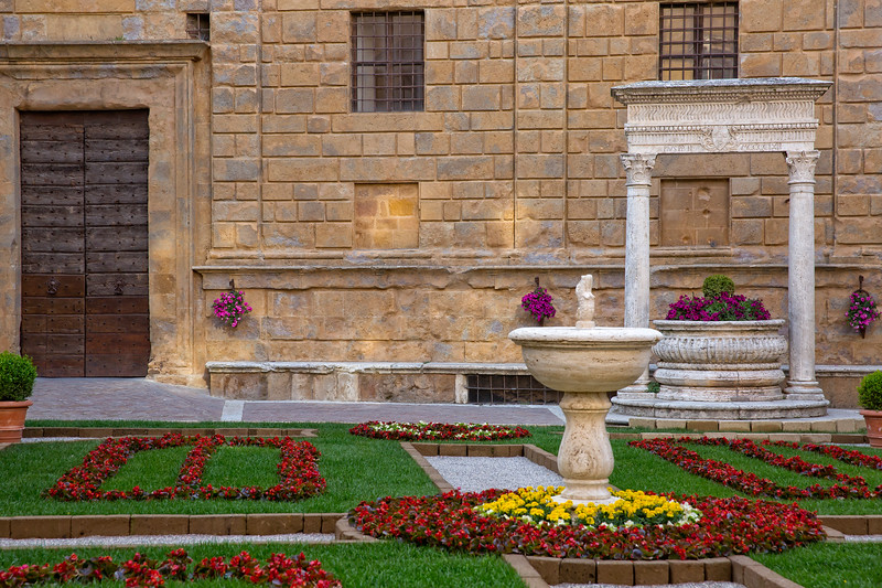 Old well in the main square of Pienza