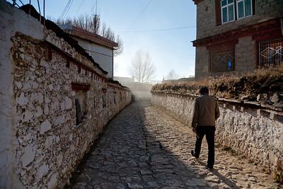 Path outside birthplace of 7th Dalai Lama, Litang