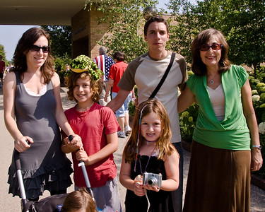 Lisa, Jacob, Julia, David and Hilda at the Botanic Gardens. David came to Chicago as a camp councilor and lived at LIsa's house for the summer