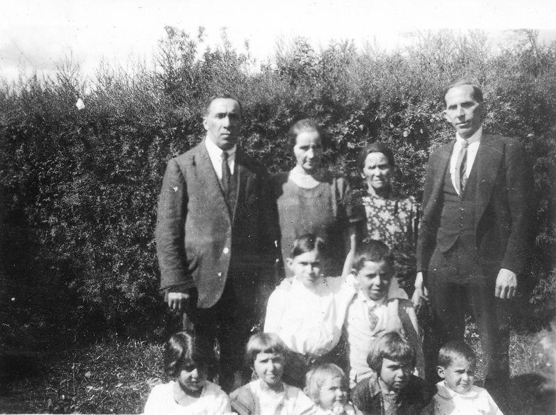 1924? Back Row: Chaim Ligoff, Becky L,Sarah (Chaya Sorah Stark) - Becky's Mother, Sam (or possibly Raphael) Barlin (Becky's brother) Middle Row: Harry Ligoff, Willie Barlin Bottom Row:Girlie, Minnie, Brenda, Gertie and Joey Ligoff