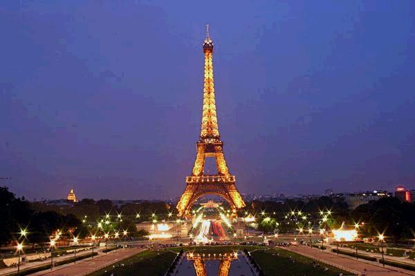 Nightscene of Eiffel Tower