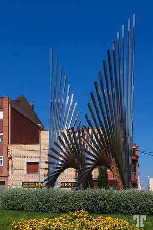 Modern-metallic-sculpture-pubol-downtown