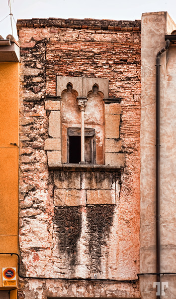 Narrow building in Sagunto, Spain
