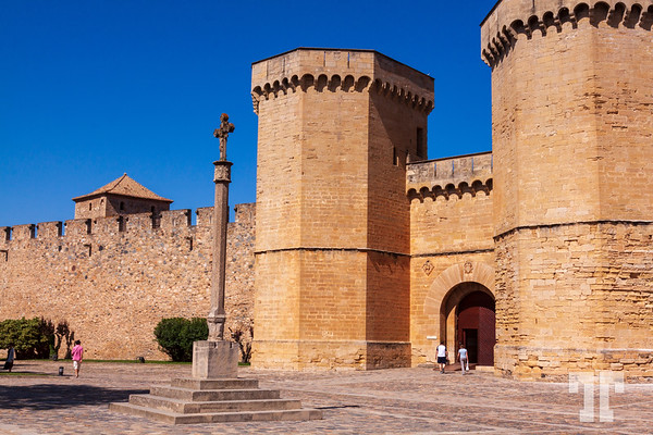 Poblet-monastery-entrance-towers