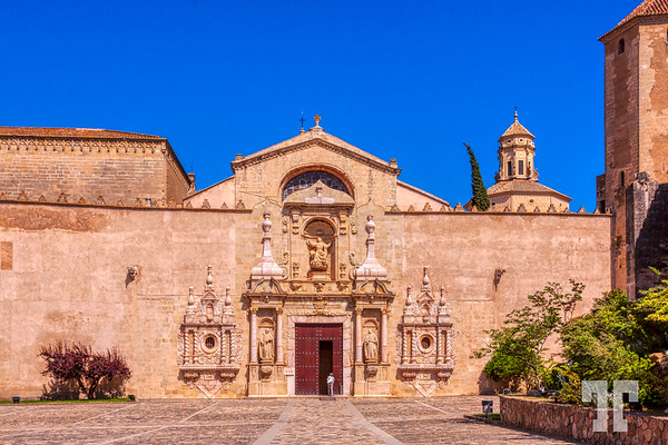 Poblet-monastery-entrace