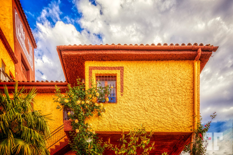 Mont-blank-taragona-yellow-building