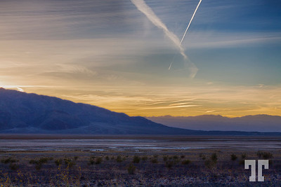 death-valley-sunset-contrail