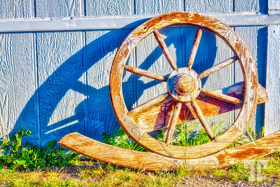 country-wooden-wheel