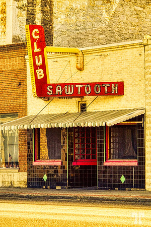 club-sawtooth-sign-arco-idaho-AU16