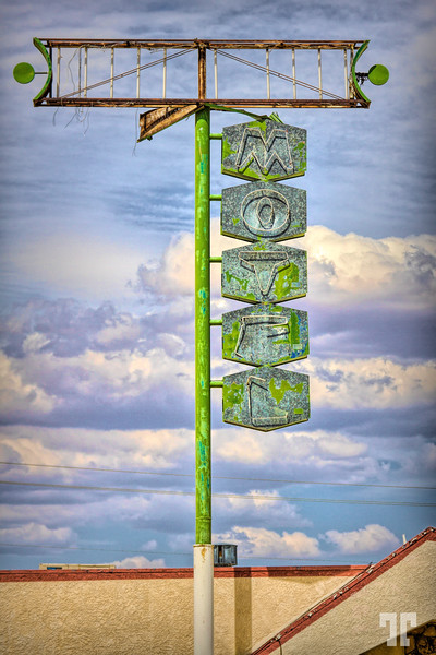 motel-sign-kingman-arizona-route66-studio