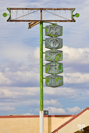 motel-sign-kingman-arizona-route66