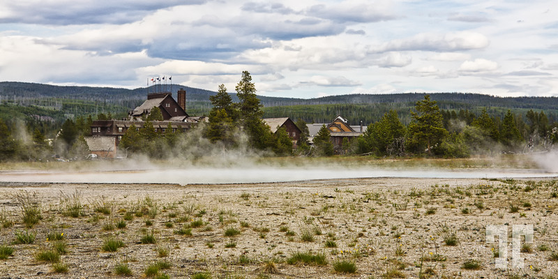 yellowstone-national-park-old-faithful-inn