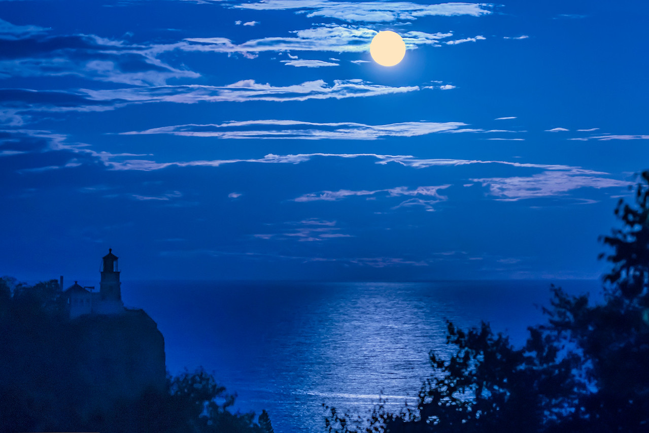 There was a full moon the night after we arrived.  I drove to an overlook along Highway 61 and took this photo of the moon rising over Split Rock Lighthouse.