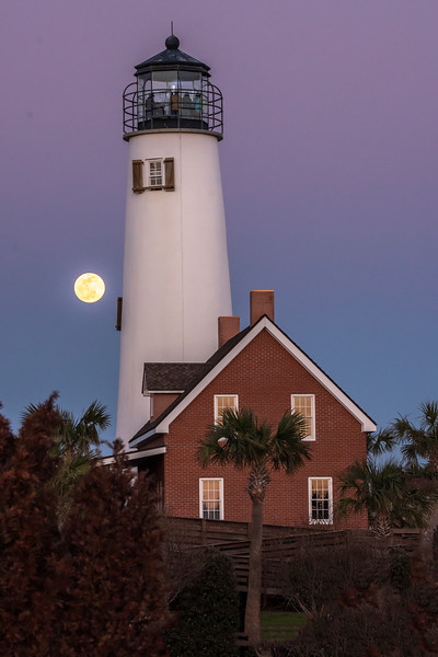 We are staying on St. George Island in northern Florida for January and February.  Last Sunday, January 20, there was a rare night sky event; a supermoon total eclipse.  The full Moon was at its closest distance to the Earth, so it looked larger than normal and was therefore called a supermoon.  Also, the Earth passed squarely between the Sun and the Moon, causing the eclipse.  I began the evening by photographing the full Moon coming up beside the St. George Island Lighthouse at about 6:15 p.m.